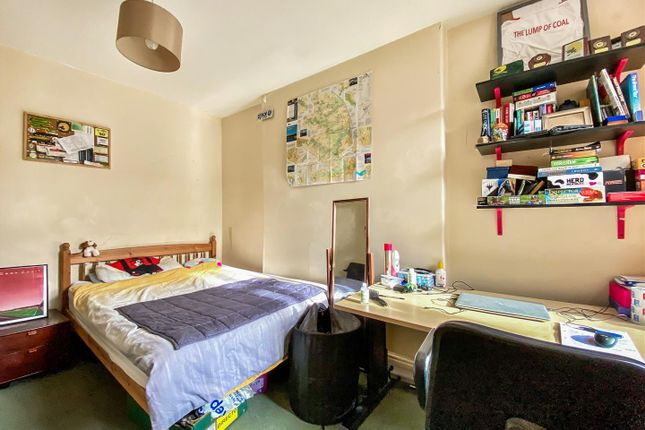 Bedrom 2.jpg
